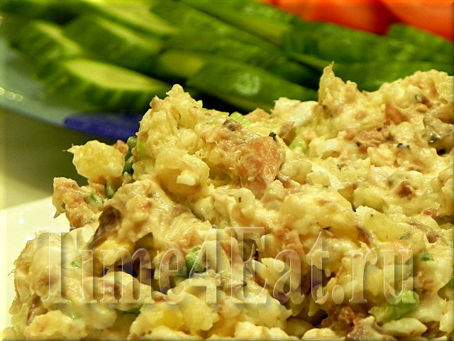 Салат с сайрой и плавленым сыром