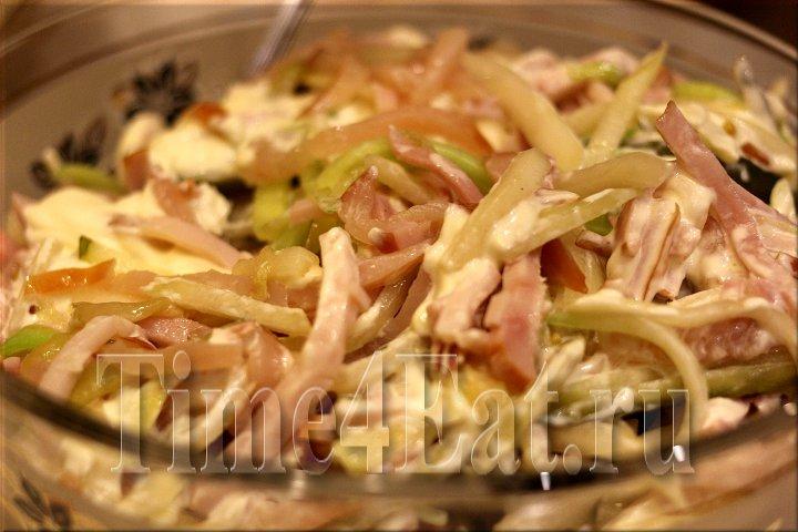 Салат из ветчины кальмаров и огурцов