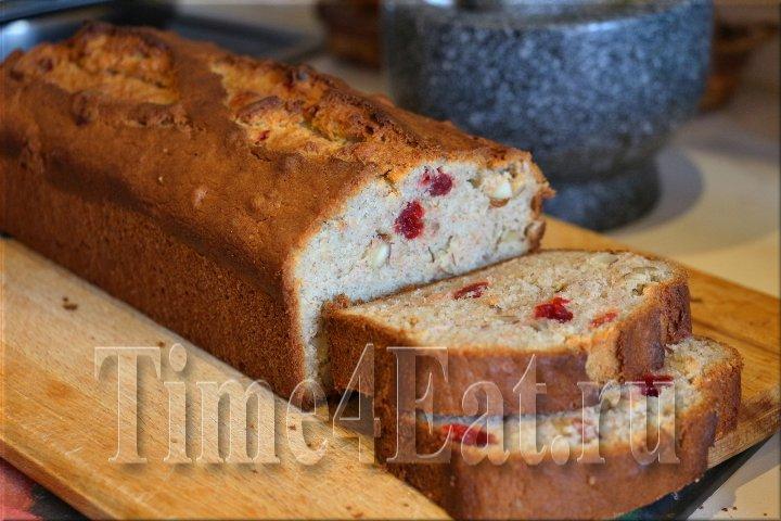 Банановый хлеб с орехами и вишней