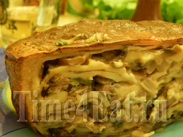 Блинная запеканка с мясом и грибами