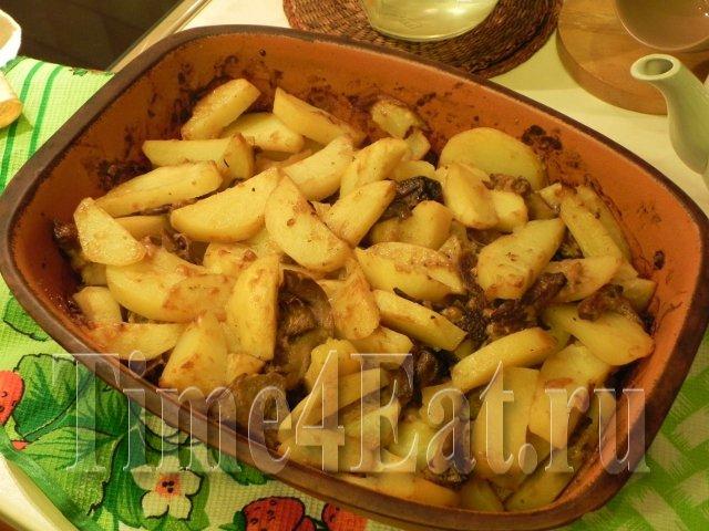Картофель в горшочке с белыми грибами