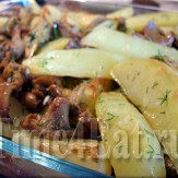 Печеный картофель с грибами в сметанном соусе
