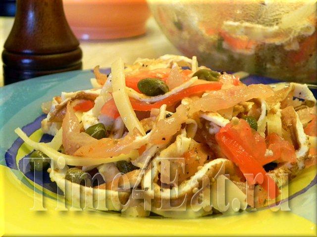 Салат с омлетом, томатами и балыком