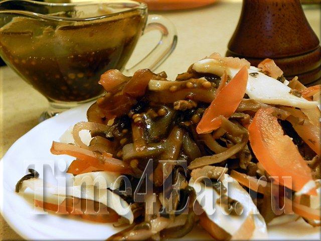 Салат с вяленым мясом, грибами и томатами