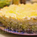 Слоеный салат с курицей, грибами и ананасом