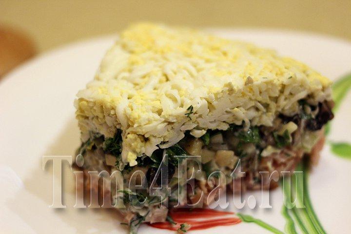 Слоёный салат с копченной курицей, грибами и огурцами