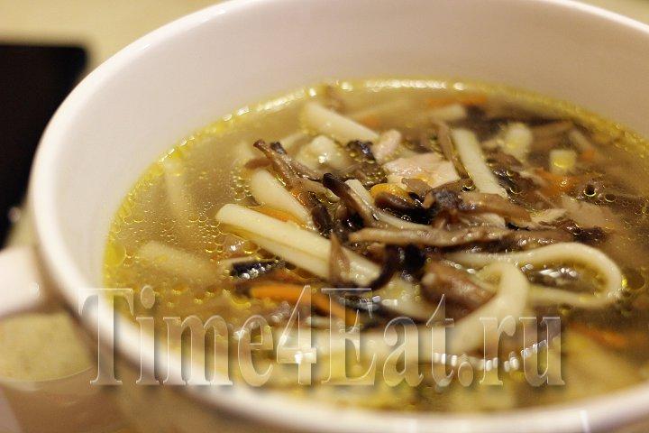 Суп с шампиньонами, курицей и лапшой