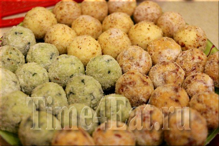 Сырные шарики с базиликом, вялеными томатами и миндалем