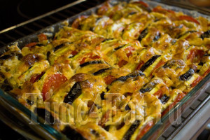 Запеканка из кабачков с баклажанами и томатами